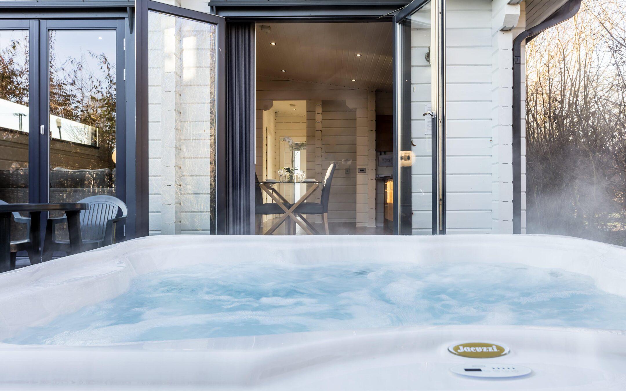 Hot Tub Lodge 16 min