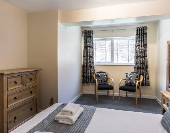 Hotel Room 18 min