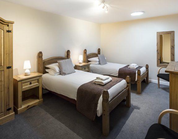 Hotel Room 9 min